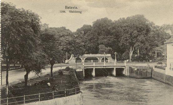 Batavia circa 1900 : De Sluisbrug.