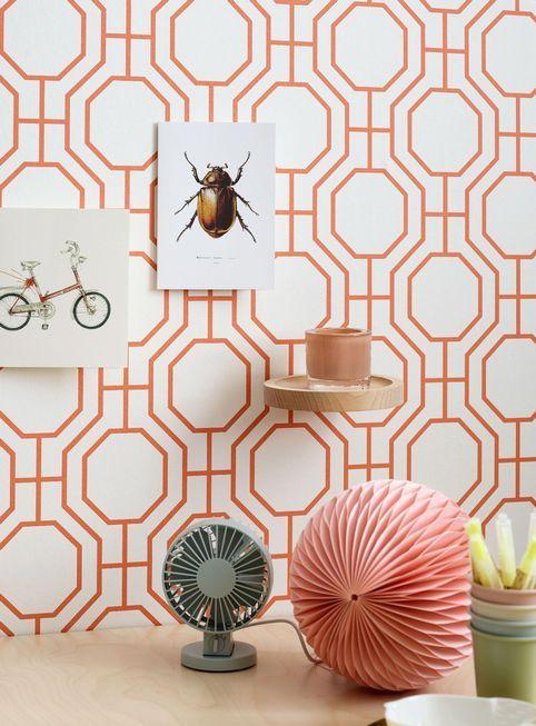 Oransje toner gjør seg fin i mønster. Storeys populære tapet Trellis er nå tilgjengelig i en moderne oransje variant.Foto: Sveinung Bråthen / Storeys