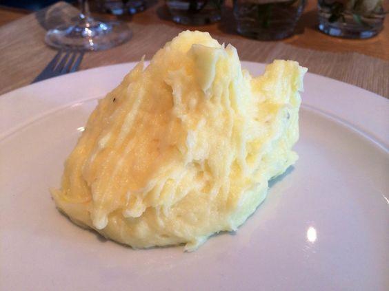Sådan laver du den bedste kartoffelmos med smør og mælk