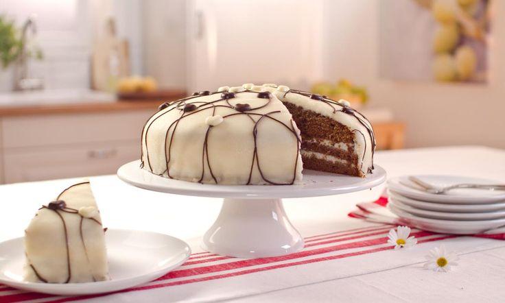 Schoko-Marzipan-Torte Rezept: Eine saftige Schoko-Torte mit Vanilla-Tortencreme und Marzipan-Decke - Eins von 5.000 leckeren, gelingsicheren Rezepten von Dr. Oetker!