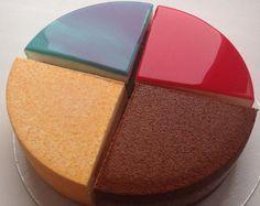 A Cobertura de Vidro para Bolos tem um acabamento perfeito e brilhante, ideal para quem quer causar um grande impacto com a decoração do bolo.