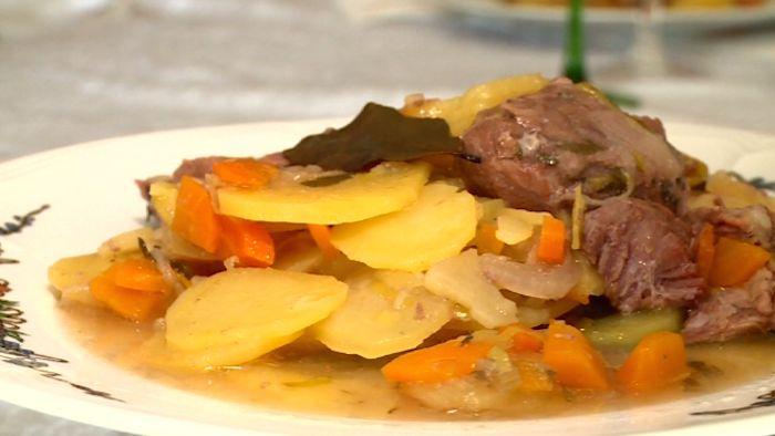 Le traditionnel baeckeoffe alsacien direction l 39 alsace pour une recette traditionnelle le - Alsace cuisine traditionnelle ...