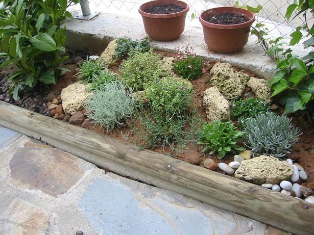 37 best mini jardines con piedras images on pinterest for Jardines decorados con piedras