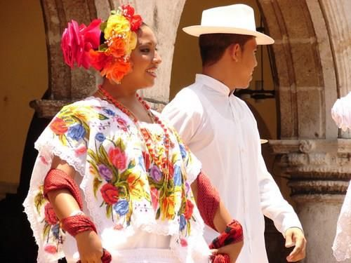 Мексиканские женские народные костюмы