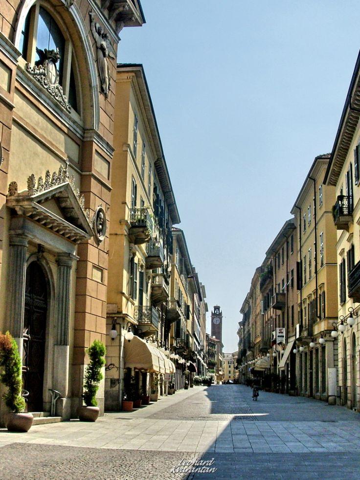 Novara with LUNA #planters. #Bellitalia street furniture - arredo urbano