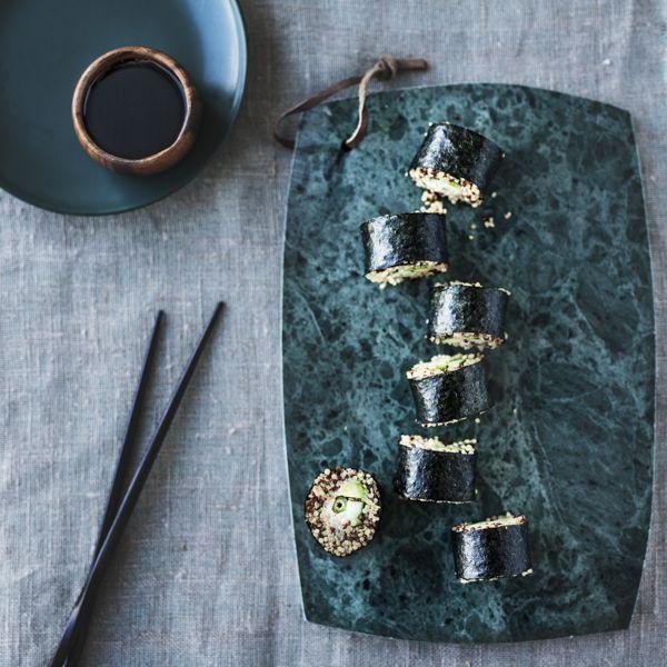 Sushi med quinoa er en ny, lækker version af sushi, som forvandler en helt klassisk venindemiddag til en fest