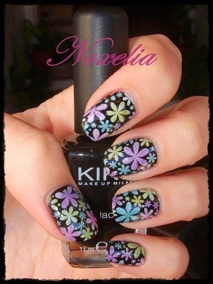 Pretty Colored Floral Stamping Nails: http://noxelia.blogspot.com.es/2014/11/look-de-unas-n-206-manicura-con-tintes.html