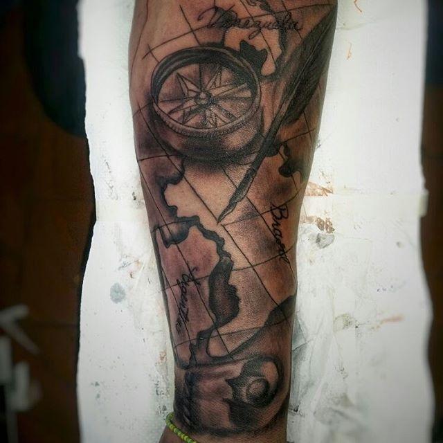 Faltan algunos detalles y los blanco espero que sea de su agrado para citas y consultas tlf 0414 4401352 #tattoo#art#ink#tattooart#tattooink#compass#tattoocompass#tatuajes#tattoos#valencia#venezuela#tattoovalencia#tattoovenezuela#buenavidatattoostudio#ramontattooart