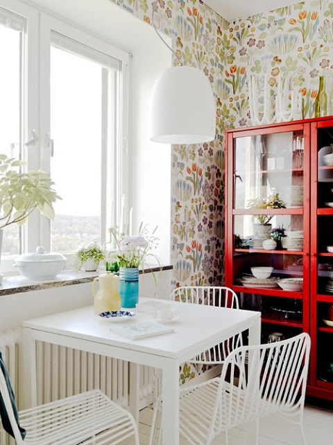Josef Frank wallpaper with white decor- ideas for small bathroom space