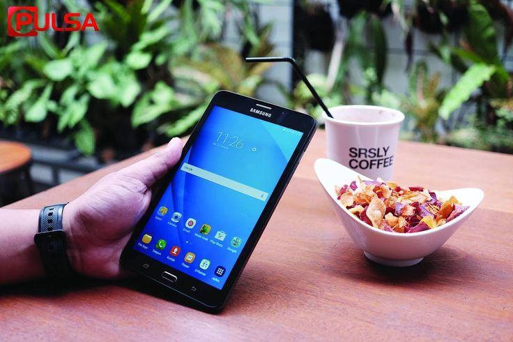 Memiliki tampilan desain sederhana yang menyerupai Samsung Galaxy Tab 3V tablet ini menampilkan panel kaca berukuran 7.0 inci di bagian muka. Sementara untuk bagian belakang Samsung mempercayakan material plastik berkontur polkadot untuk menutup bodinya.  Galaxy Tab A 7.0 (2016) hadir dengan membenamkan panel layar lPS berukuran 7 inci yang mampu. merespons sentuhan hingga 10 titik secara bersamaan. Dengan resolusi 1024 x 600 piksel. Dengan bekal platform Android Lollilop 5.1.1 Samsung tetap…