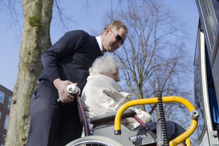 Met dank aan #Munckhof tours konden we met de bewoners een dagje Eindhoven in. Bestemming: Caffee Allee en StrijpS #NLdoet