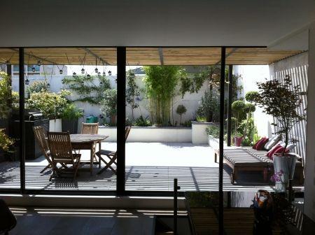 Une terrasse de ville plus verte par Slowgarden / A greener terrace in town by Slowgarden.  (Photo Slowgarden)