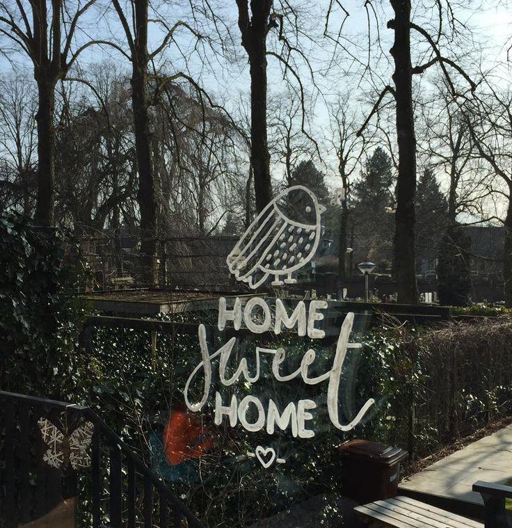 Vogel illustratie met 'Home sweet home' quote raamtekening om op je raam te tekenen in niet je huis, maar je Thuis (voorbeeld door Diny).