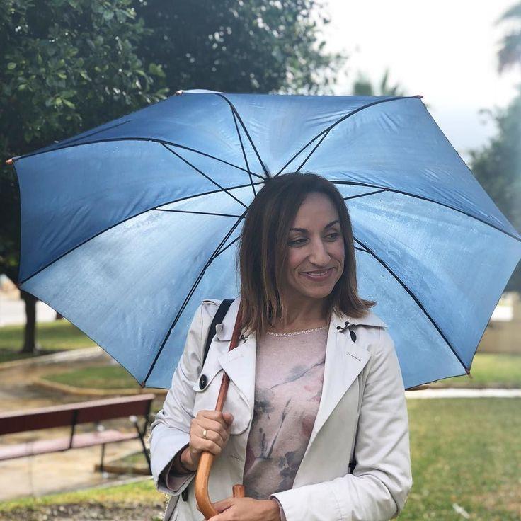 De vuelta a Málaga. Hoy con paraguas y más abrigada que en esta foto. Frío...brrrrr #felizlunes #felizsemana #lluvia #raining #malaga #almaltiempobuenacara #smile #sonrisa