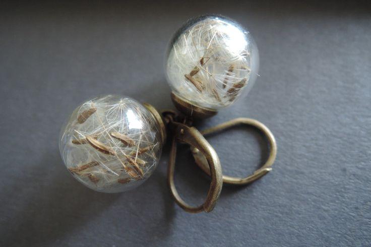 Lange oorbellen - Paardebloem glazen bol bengelen messing oorbellen - Een uniek product van MadamebutterflyMeagan op DaWanda