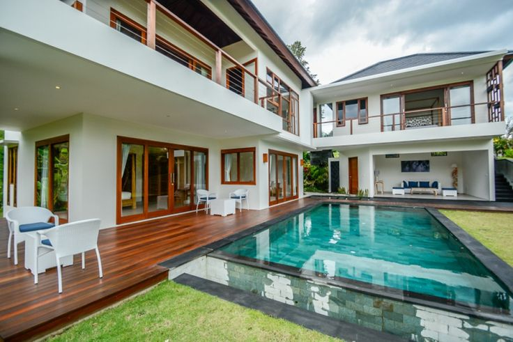 Villa for Lease in Ubud with an absolutely mesmerizing surrounding covered by rice paddies. Contact: info@realty.id +6282233100077