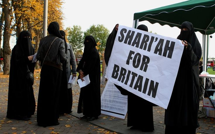 This pro-Sharia article by an Oxford funded scholar (so-called, it would seem) contains a logical fallacy. Can you spot it? But what is Oxford doing with state funds? The pinnacle of academia funds race displacement.