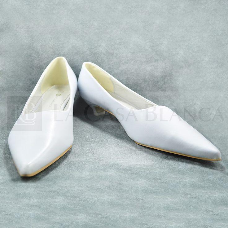 ¿Te gustan los zapatos #Kitten? Este estilo es hermoso ¡Y estos modelos son exclusivos de La Casa Blanca! Ven por ellos. #tocados #bisuteria #collares, #moda #tendencia #madrina #novias #wedding #love #marriage #LCB #gala #princesa #princess #dress #Vsco #Vscocam #HappyDay #Eldíamásimportante #AmorEterno