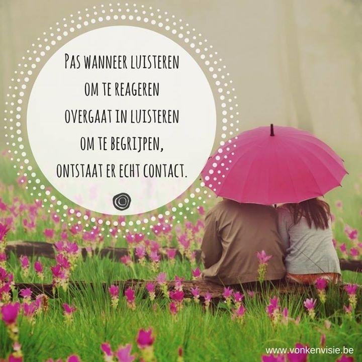 """""""ERKENNEND LUISTEREN"""" Nascholing onderwijs - door Maarten Van de Broek 9 en 10 februari 2017 - Vonk en Visie Vormingscentrum Balen De belangrijkste vaardigheid voor een goed contact. Wanneer mensen zich werkelijk gezien en gehoord voelen ontstaat een goed contact en verbondenheid. Om dit effect te bereiken is er meer nodig dan enkel je oren gebruiken. Erkennend luisteren gaat verder. Daarvoor zet je ook je lijf je hoofd en je hart in. Je leert in deze vorming om af te stemmen op het stan..."""