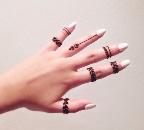 Elegant and unique finger mehndi designs. Simple Mehndi designs could be as pretty as intricate designs, be it a little rose with leaves or a highlighting feather.