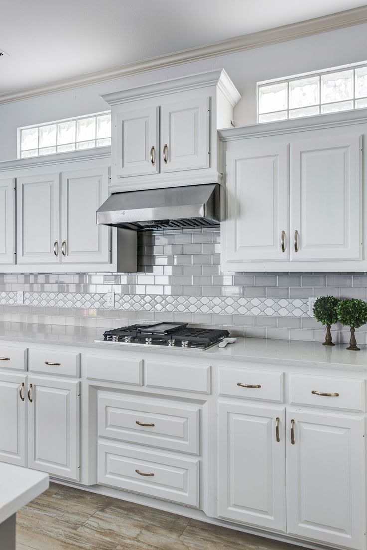 Grey And White Kitchen White Cabinets With Grey Subway Tile And A Decorative Glass Liner Grey Isla White Kitchen Design Gray And White Kitchen Kitchen Design