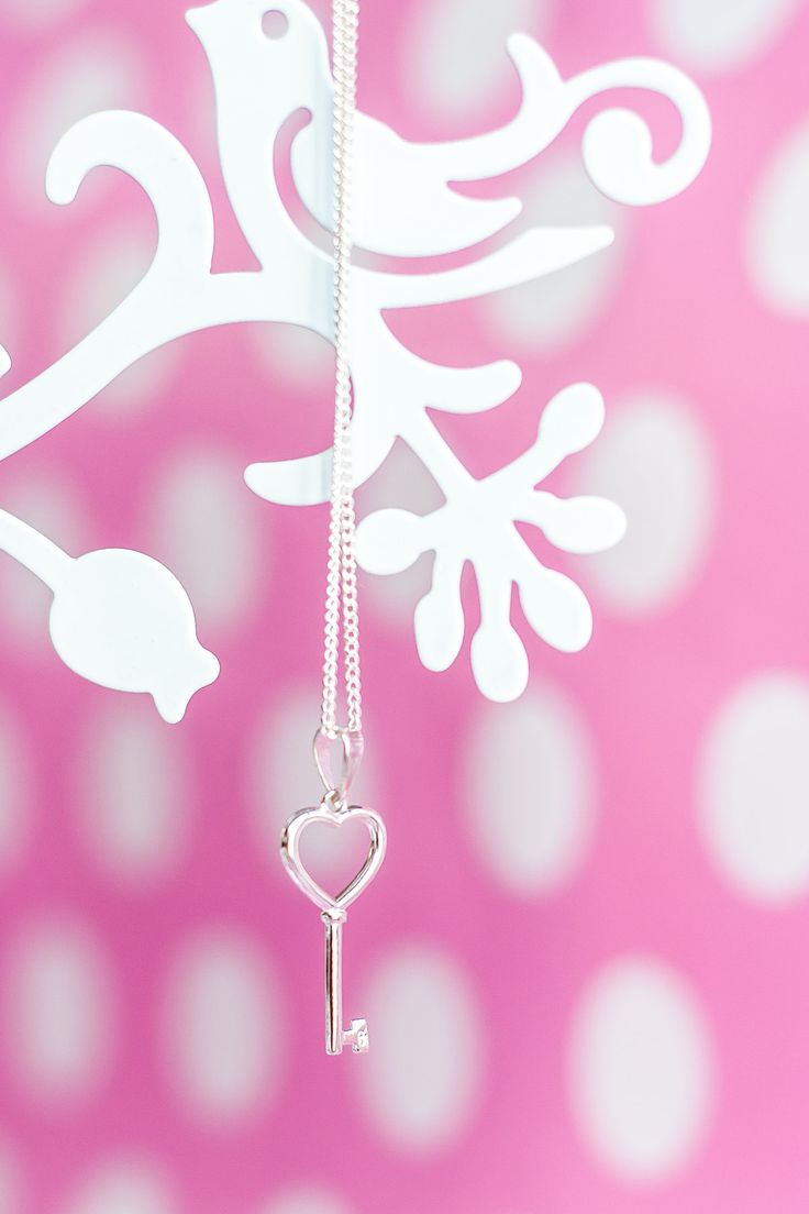 This sterling silver key heart pendant is too beautiful