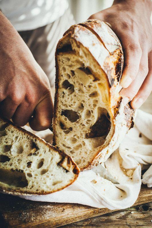 chleb zpieczonymi ziemniakami irozmarynem