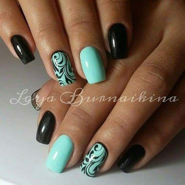 Blue-black nails. I like the ornaments.  (Modro-černé nehty. Líbí se mi ty ornamenty.)