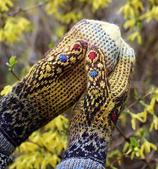 Love all things that fly. These mittens feature a Swallowtail butterfly. Most often, that butterfly is yellow, but I have also seen it in other colors - black and turquoise. Sure, you can knit it with any colors!
