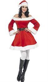 Kerstjurk bestaande uit het rode off-shoulder jurkje, de zwarte riem en de kerstmuts.