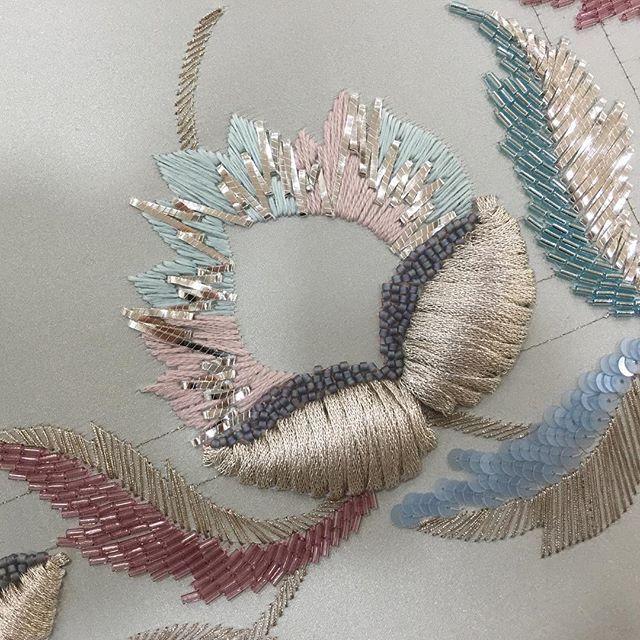 Осталось совсем чуть-чуть. #letoandlesage#ecolelesage#embroidery#broderie#ricamo#lunevilleembroidery#lunevillebroderie#silksatin#essentialsforliving#happytimes