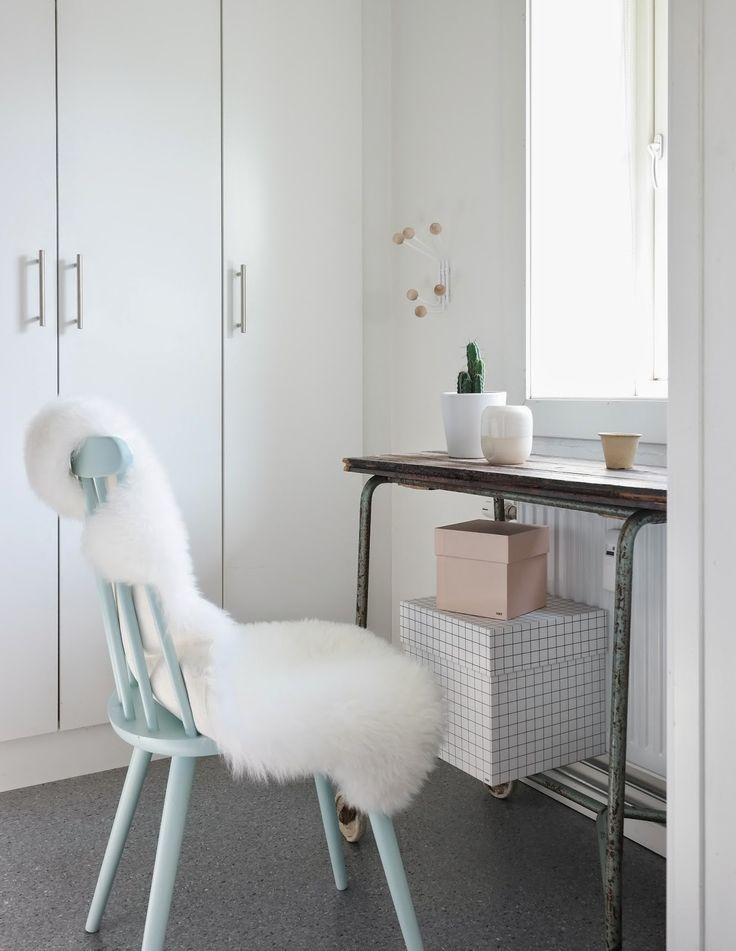 Kombinert soverom og kontor; Skandinavisk interiør, pinnestol, skinnfell, hay. http://withdesigns.blogspot.no/