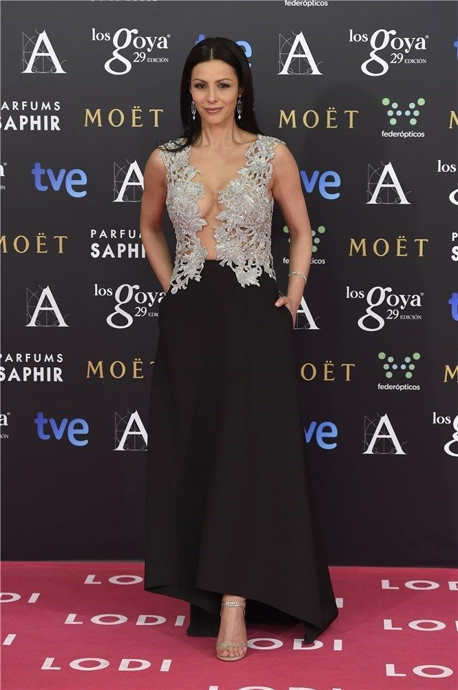 Ana Álvarez, con un vestido de Álex Vidal, con original y sexy cuerpo. Foto: Gtres