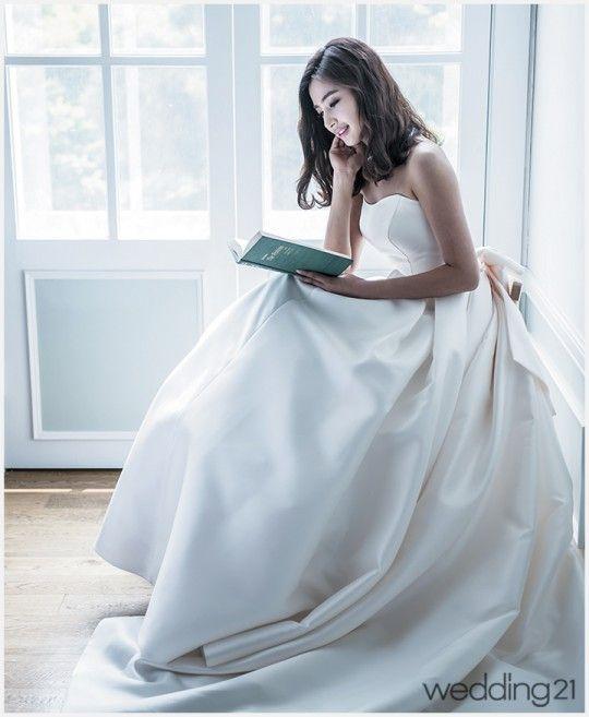 [웨딩드레스] 낭만적인 웨딩을 선사하는 브라이들갤러리의 웨딩드레스 < 웨딩뉴스 < 월간웨딩21 웨프