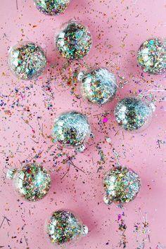Christmas Balls / Boules de Noël