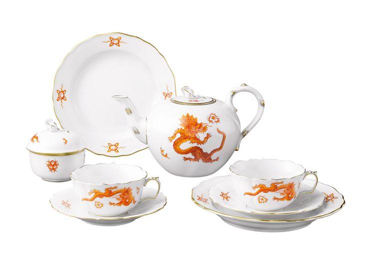 """Tea-Arrangement, Shape """"Neuer Ausschnitt"""", Ming Dragon elements, light, red, gold rim"""