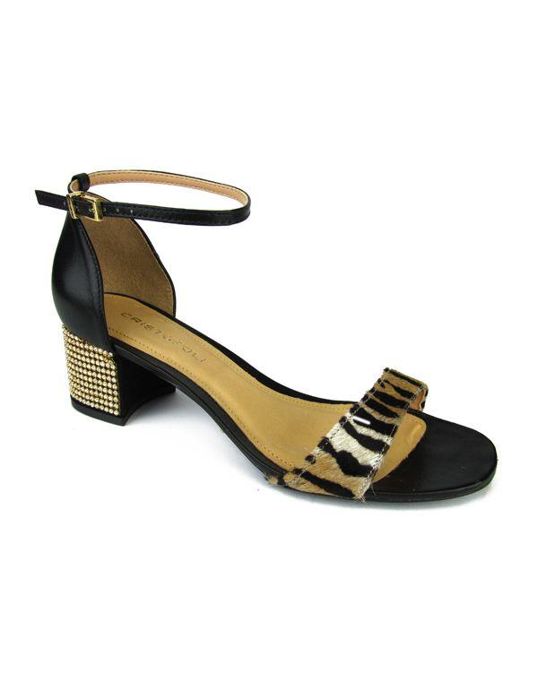 Sandália de couro com detalhe em pelo estampado e salto cravejado de cristais. Cristófoli verão 2015