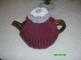 simple #knitted teacosy by Cathie