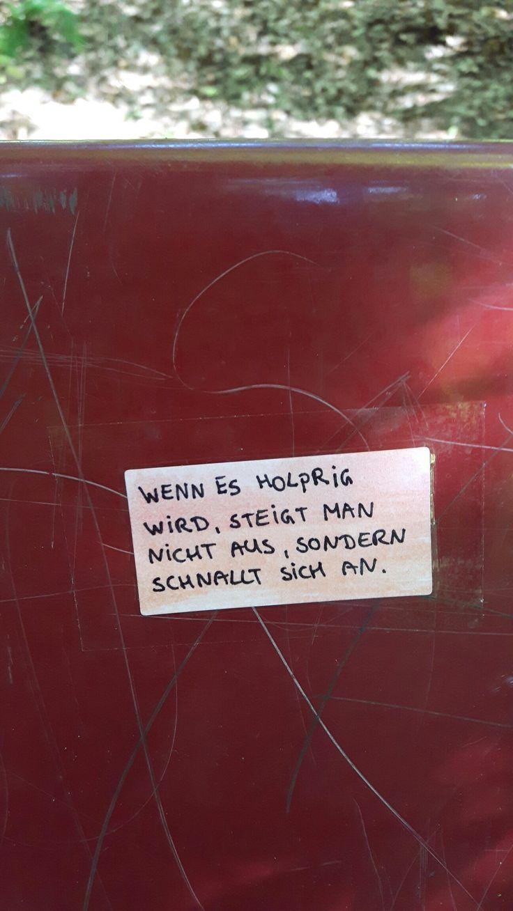 Weitermachen. Aufkleber sticker guerilla streetart urban art poesie straße notes