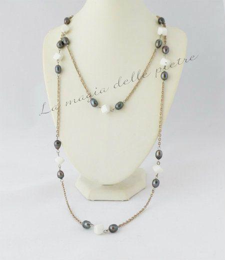 Collana lunga con perle nere   La magia delle pietre #collana #necklace #collier #perle #perles #pearls #perlenere #beads #handmade #bijoux