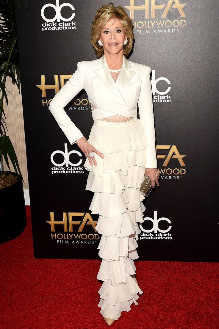 Jane Fonda in Balmain at the 2015 Hollywood Film Awards Estilo Glamour, Jane Fonda, Sexy Older Women, Film Awards, Fashion 2020, Balmain, Designer Dresses, Beautiful Dresses, Peplum Dress