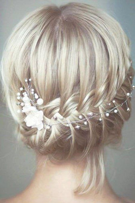 5 Updos für kurze Haare