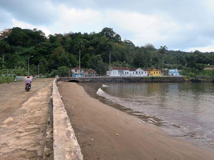 Largo da Juventude runs along the beach at Santo Antonio on Principe Island, São Tomé and Príncipe. To reach the airport, turn right.
