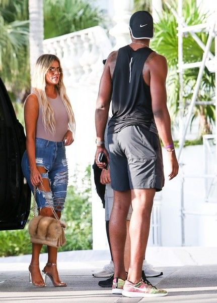 Khloe Kardashian Photos Photos - Reality star Khloe Kardashian was spotted out to lunch with her new beau Tristan Thompson in Miami, Florida on September 17, 2016. Tristan lead the way while the two went into the restaurant while Khloe kept her focus on her phone. - Khloe Kardashian and a Friend Grab Lunch in Miami