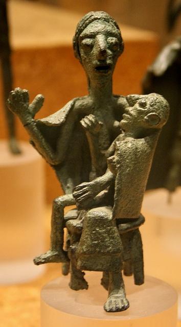 Cagliari. Museo Archeologico Nazionale. Estatueta nuràgica de bronze    Cagliari. Museo Archeologico Nazionale. Estatueta nuràgica de bronze