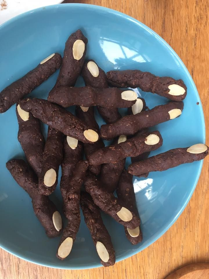 Zombie fingers - blitzed 250g dates, 100g dark chocolate, 3tbsp smooth peanut butter + 3 tbsp oats with flaked almonds for nails