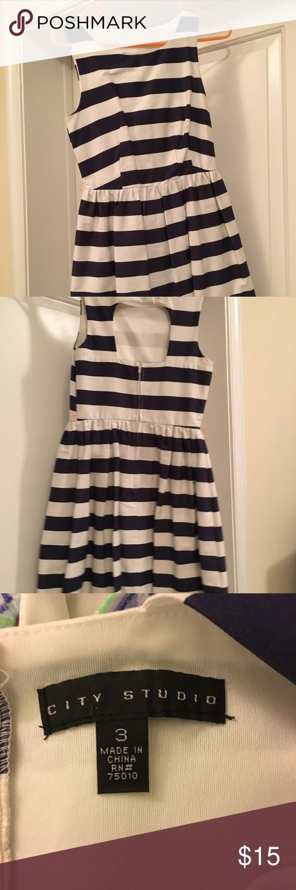 Navy striped dress Navy striped dress- good quality, size 3 Comes with thin pink belt Dresses
