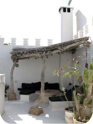 morocan patio..love the simplicity