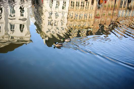 Reflection in Ghent af Julie Aucoin