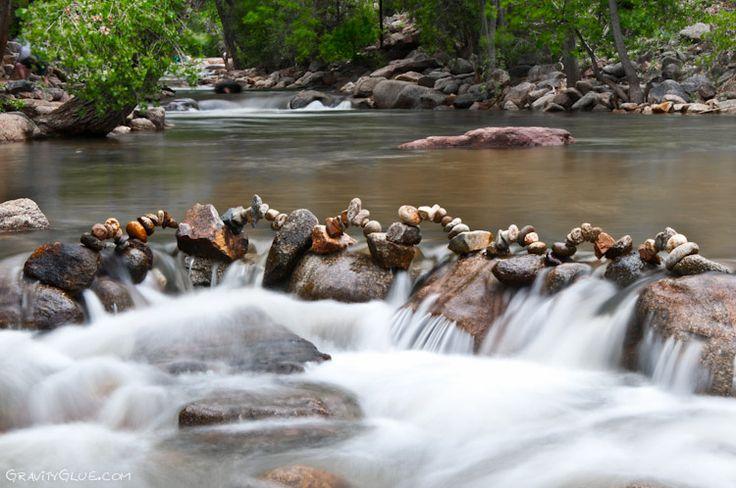 Michael Grab, artista canadense que atualmente mora no estado do Colorado (EUA), domina uma técnica peculiar. Ele é capaz de empilhar pedras de maneira improvável criando singelas esculturas que parecem desafiar a gravidade